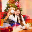 Foto Stock: Two girls sharing secrets
