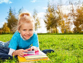 Cute smiling blonde girl in park — Stock Photo