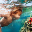 Discovering underwater treasures — Stock Photo