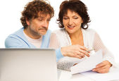 Old couple discussing some paper — Stock Photo