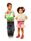 Kids show their paintings — Stock Photo
