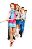 Kinderen touw trekken — Stockfoto
