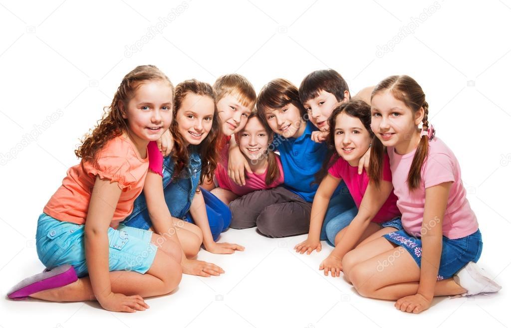 Meninos E Meninas Sentados Juntos Em Semi C 237 Rculo