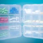 Dosage plastic drugs container — Stock Photo