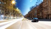 Barcelona boulevard, gece ve gündüz — Stok fotoğraf
