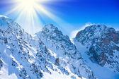 Schnee auf den bergspitzen — Stockfoto