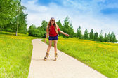 Girl scatting in the park — Stock Photo