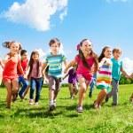 Kids running enjoying summer — Stock Photo