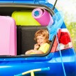 Child ready for car trip — Stock Photo