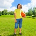 Basketball boy outside — Stock Photo