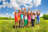 Molti bambini di fuori — Foto Stock