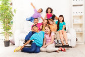 Many friends together in living room — Fotografia Stock