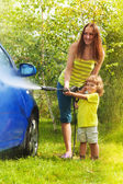 Mother and son washes the car — Stock Photo