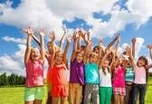 Grande gruppo di bambini felici — Foto Stock