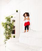 Little girl singing — Stock Photo