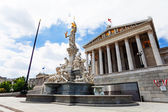 Austrian Parliament and fountain — ストック写真