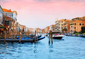 Boats and gondolas in Venice — Stockfoto