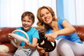 Mother and child playing with steering wheels — Foto Stock