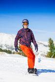 Erkek snowboard üzerinde — Stok fotoğraf