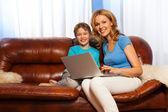 Child and  mum with laptop — Stock Photo