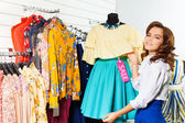 Woman choosing dress — Stockfoto
