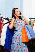 Kvinna anläggning kläder — Stockfoto