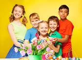 Children   hold Eastern eggs — Stockfoto
