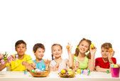 Children with  Eastern eggs — Stockfoto