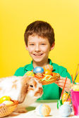 Boy with plate, Eastern eggs — Stockfoto