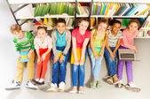 Children looking up — Stock Photo