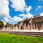 Temple with columns, Chichen Itza, Mexico — Stock Photo