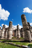 Temple of Thousand Warriors columns Itza Mexico — Stock Photo