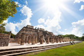 Temple and columns, Chichen Itza, Mexico — Stock Photo