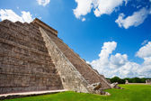 Close view of Chichen Itza monument in Mexico — Stock Photo
