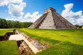 Monument of Chichen Itza during summer in Mexico — Stock Photo