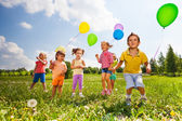 Running kids in green field during summer — Stock Photo