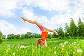 女孩做体操 — 图库照片