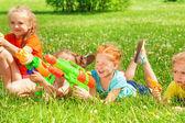 Children with water guns — Stock Photo