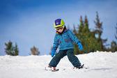 çocuk kayak öğrenir — Stok fotoğraf