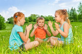 Kids playing on grass — Stock Photo