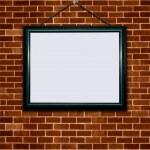 cornice su muro di mattoni — Foto Stock