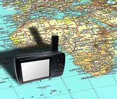 在地图上的全球定位系统设备 — 图库照片
