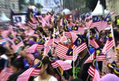 People Waving Malaysian Flags — Stock Photo