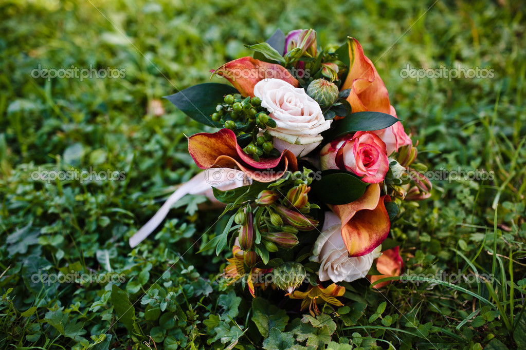 Close up of wedding bouquet — Stock Photo #13121661