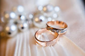 Gold wedding rings — Stock Photo