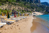 View of the beach with chairs and umbrellas — Stockfoto