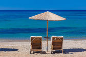 View of the beach with chairs and umbrellas — Stock Photo