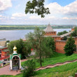 view of nizhny novgorod kremlin and commemorative bell in russia — Stock Photo