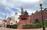 Monument to Minin and Pozharsky and St. John church in Nizhny Novgorod — Stock Photo