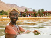 Mud treatment at the Dead Sea — Stock Photo